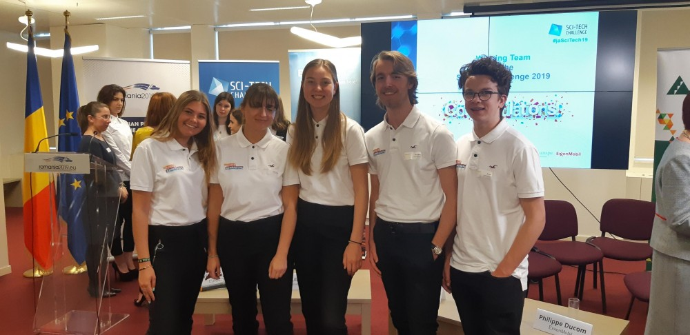 Team van Zuider Gymnasium pitcht tijdens internationale finale Sci-Tech Challenge