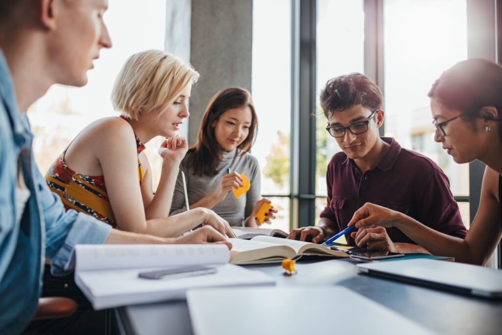 Studenten leren ondernemen op school met een lespakket van Jong Ondernemen